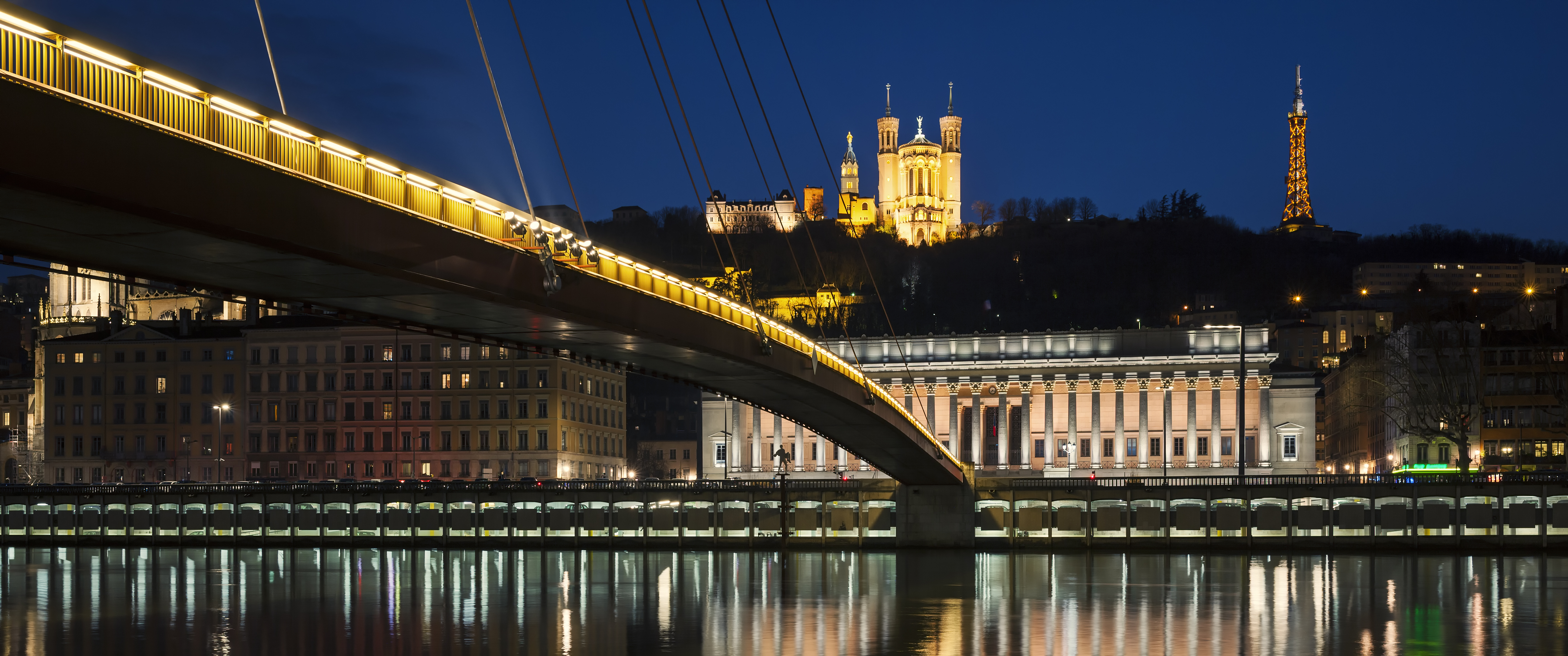 panoramic-view-of-saone-river-by-night-lyon